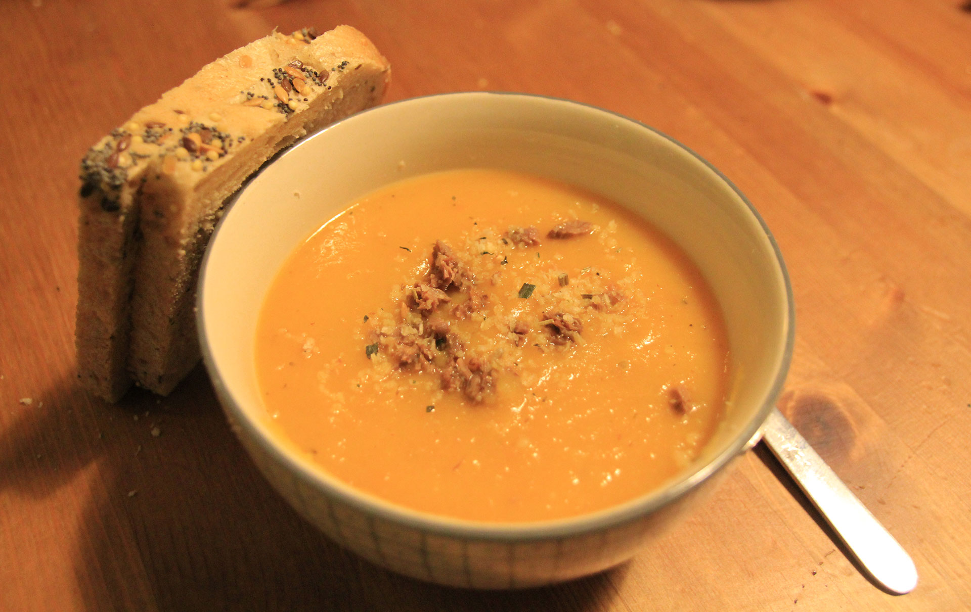 Serve your soup with sprinks and bread